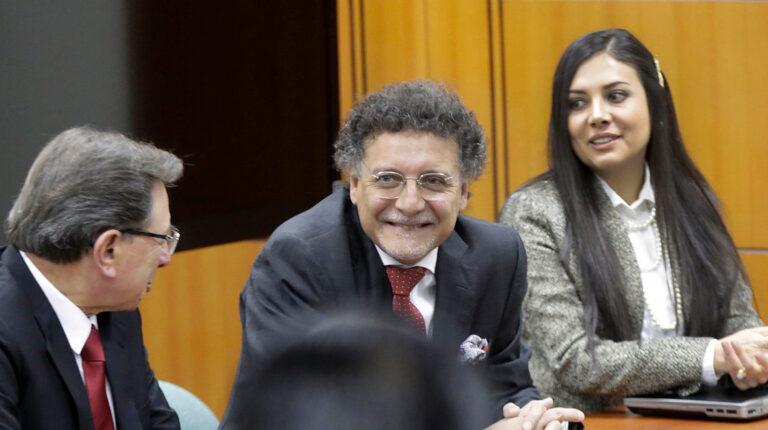 De izq. a der. Hugo Pérez, exsubcontralor, Pablo Celi, contralor subrogante, y Valentina Zárate, subcontralora, durante la lectura de un informe borrador de auditoria, en 2018,