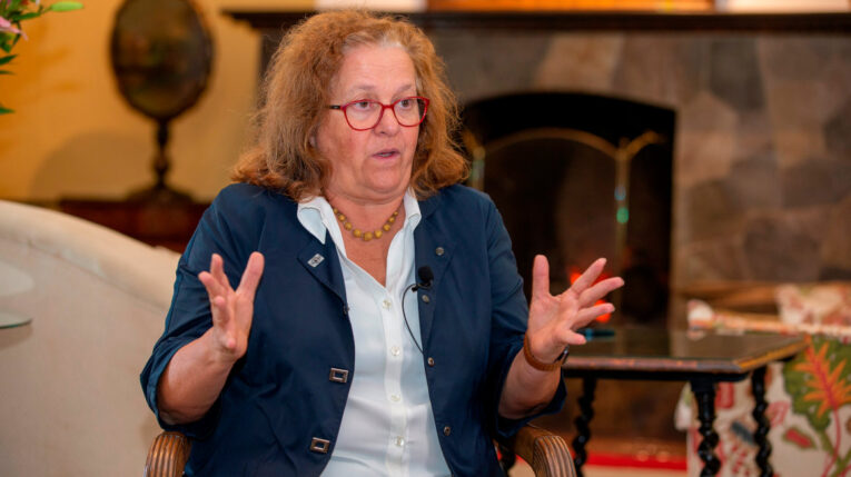 La embajadora de España en Ecuador, Elena Madrazo Hegewisch, durante una entrevista en Quito el 16 de junio del 2021.