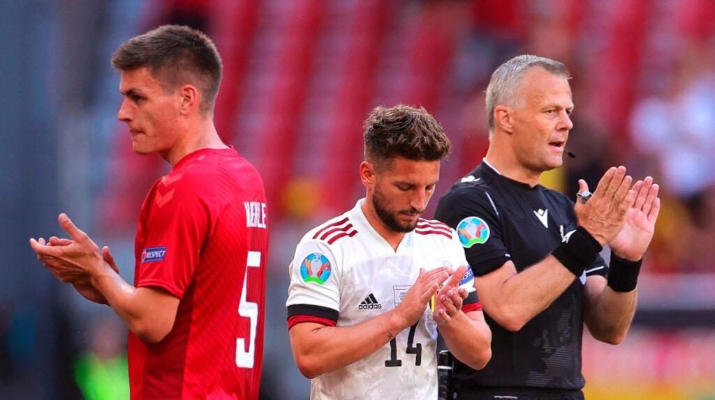 Christian Eriksen recibe un homenaje durante el partido de Dinamarca