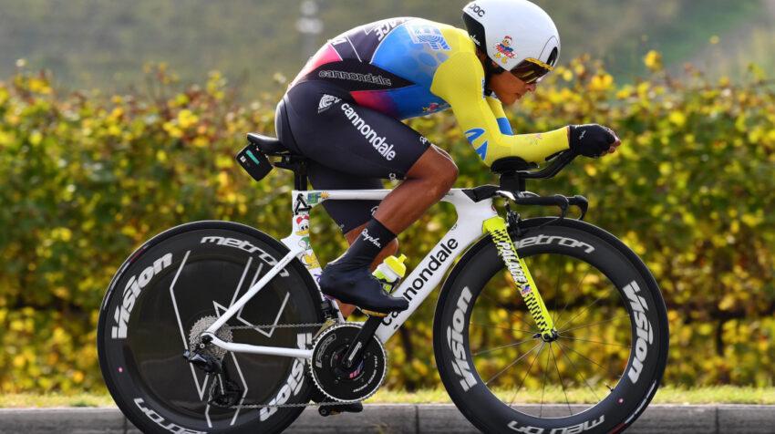 Jonathan Caicedo durante la Etapa 1 del Giro de Italia, una contrarreloj, en Turín, el 8 de mayo de 2021.