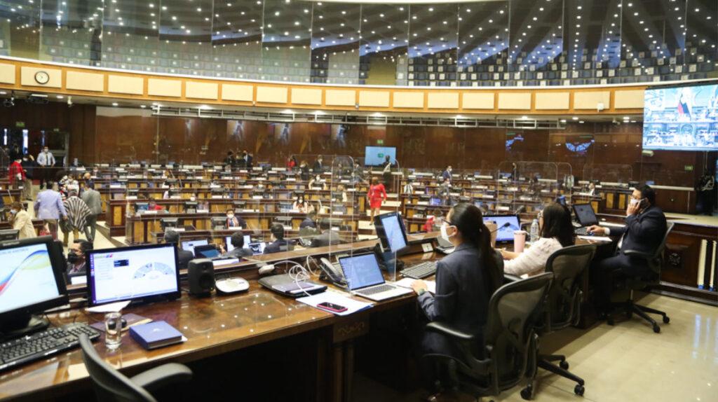 La Asamblea busca vacunas para todo el personal legislativo