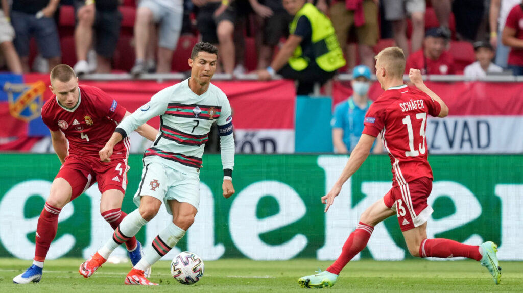 Cristiano Ronaldo, primer futbolista en jugar y anotar en cinco Eurocopas