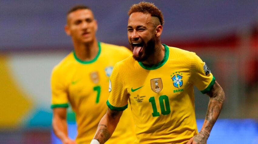 Neymar celebra el 2-0 de Brasil frente a Venezuela, tras convertir de tiro penal el domingo 13 de junio de 2021.