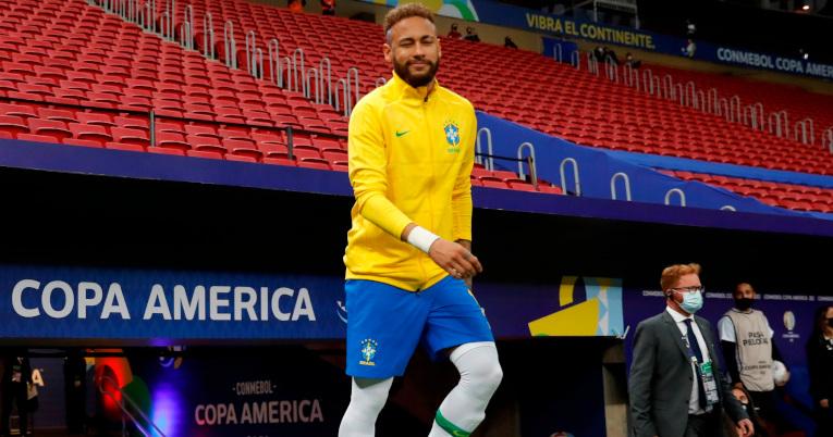 Neymar entrando a la cancha para disputar el partido inaugural de la Copa América contra Venezuela, en el estadio Mané Garrincha.