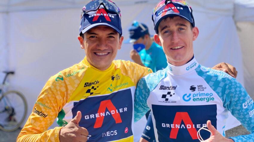 Richard Carapaz junto a Eddie Dunbar, el mejor gregario del carchense en el Tour de Suiza.