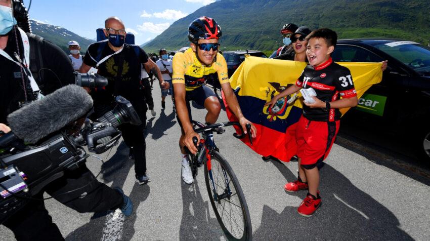 Richard Carapaz después de cruzar la meta en la última etapa del Tour de Suiza.