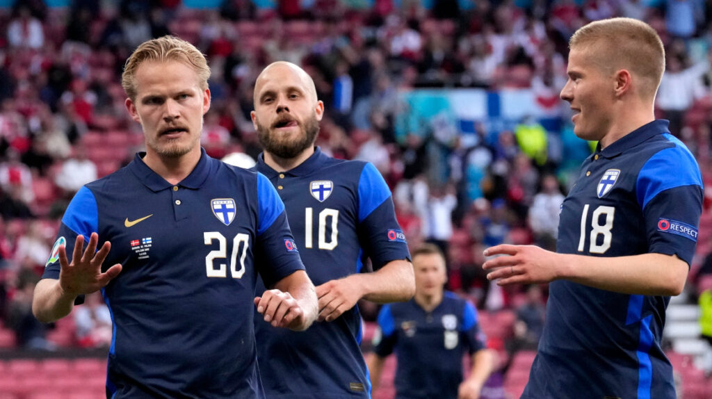 Finlandia venció a Dinamarca, luego del desmayo de Christian Eriksen