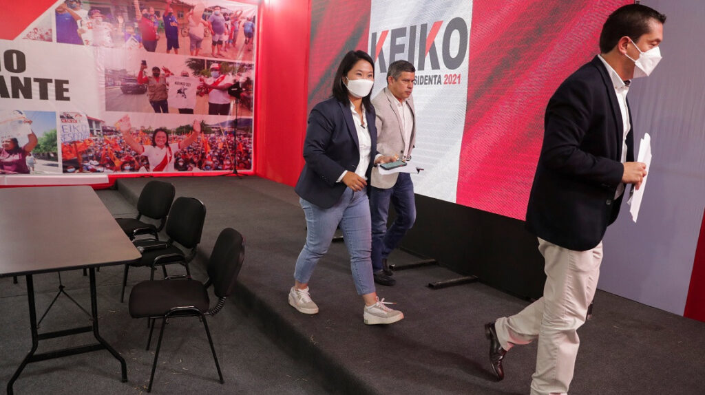 Fujimori pide auditar a órgano electoral, se alarga proclamación en Perú