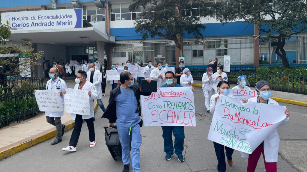 Hospitales públicos: en 'cuidados intensivos' y sin medicinas