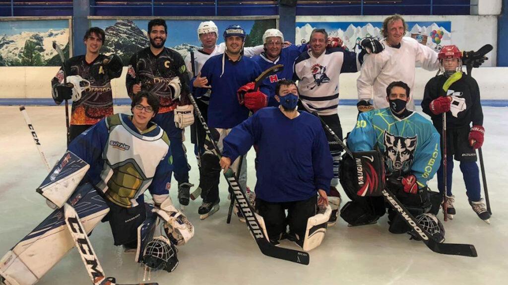 El hockey sobre hielo está vivo en Ecuador y con aspiraciones de crecer