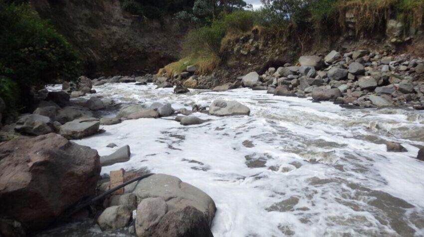 Vista de un río de la sierra ecuatoriana.