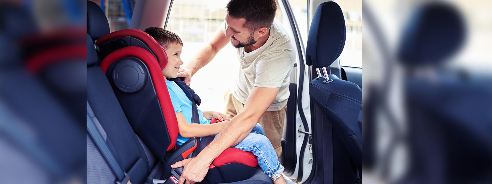 ¿Cómo cuidar la seguridad de los pequeños mientras van en el auto?