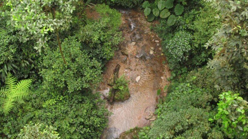 Vista aérea de un río ecuatoriano.