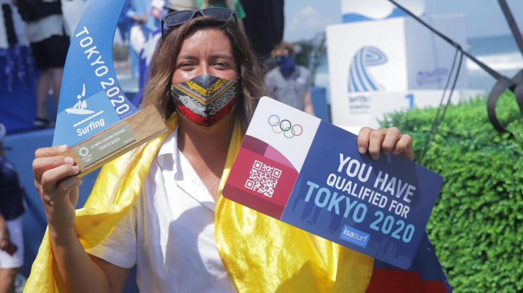 La surfista ecuatoriana 'Mimi' Barona sueña con una medalla en Tokio