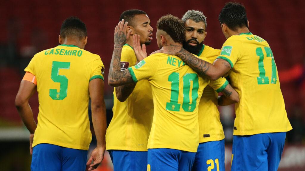 Brasil le gana 2-0 a Ecuador y mantiene la racha perfecta en Eliminatorias