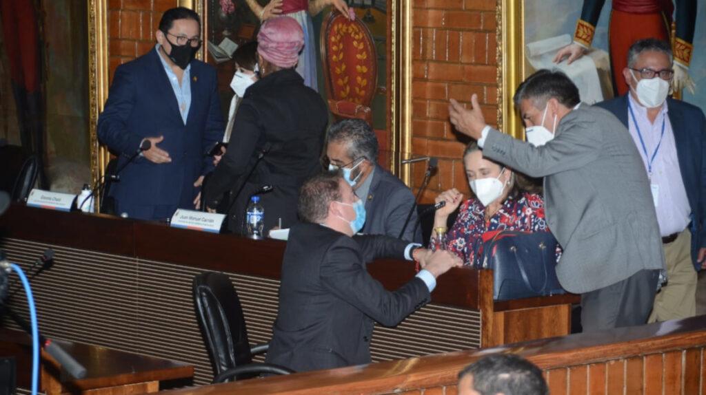 Así votaron los concejales para  la salida de Yunda de la Alcaldía
