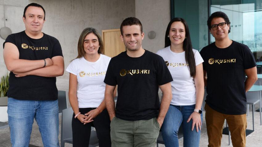 Equipo de Kushki en la oficina matriz de Quito.