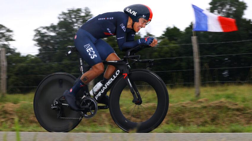 Richard Carapaz duranta la contrarreloj de la Etapa 5 del Tour de Francia, el miércoles 30 de junio de 2021.