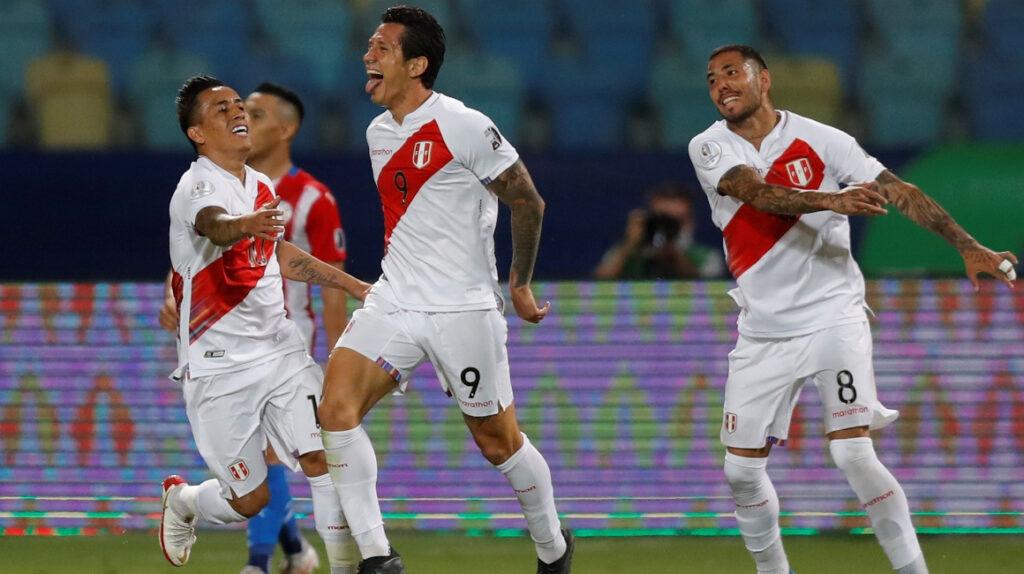 Perú vence en penales a Paraguay y avanza a las semifinales de la Copa