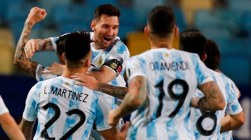Una Argentina invicta busca el cupo a la final ante Colombia