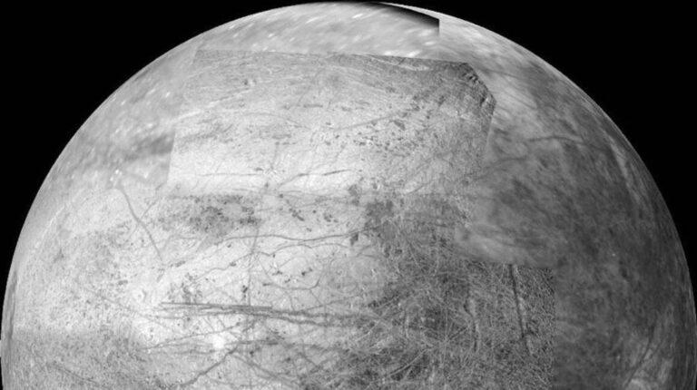 Imagen construida de la luna Europa de Júpiter.