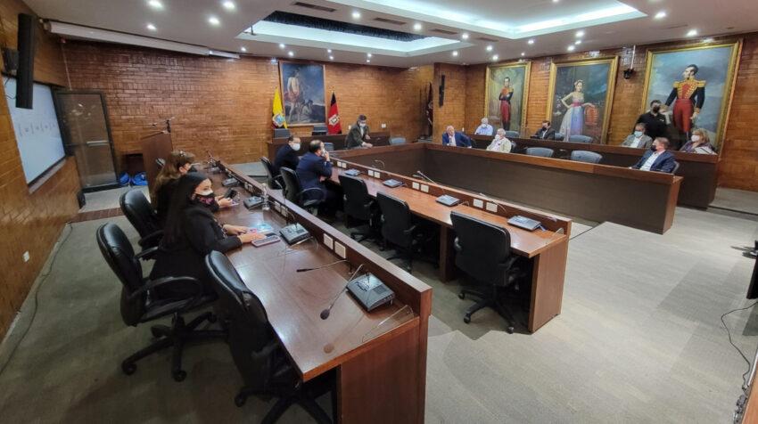 Concejales de oposición al alcalde de Quito, Jorge Yunda, en la sala de sesiones del Concejo Metropolitano, el 6 de julio de 2021.