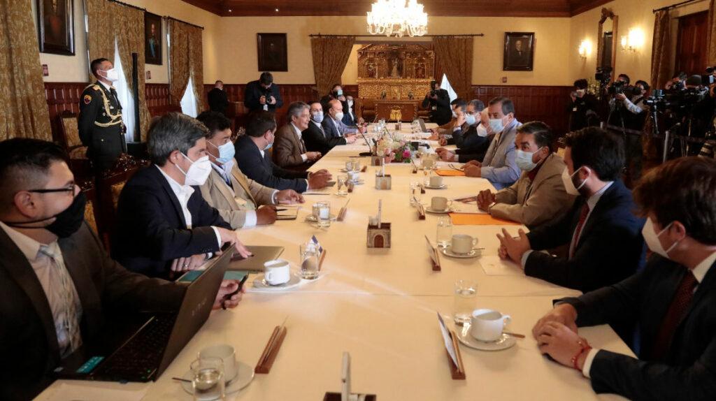 El diálogo promovido por el Gobierno reduce el nivel de riesgo político
