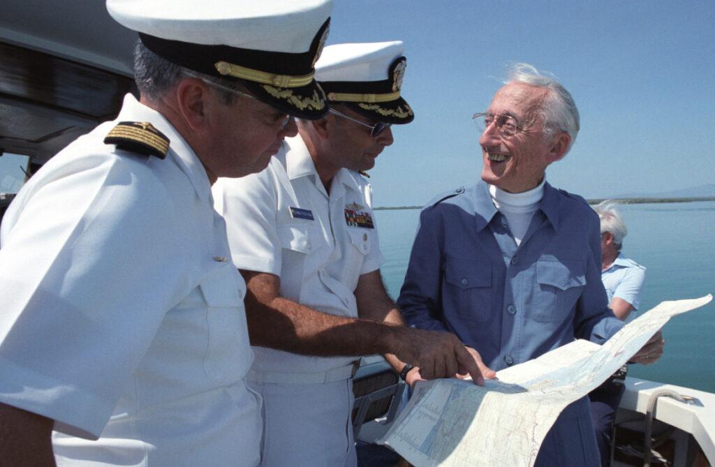 El legendario capitán Cousteau sale a flote en redes sociales