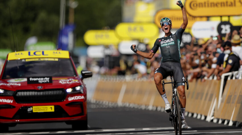 El alemán Nils Politt festeja su triunfo en la Etapa 12 del Tour de Francia, el 8 de julio de 2021.