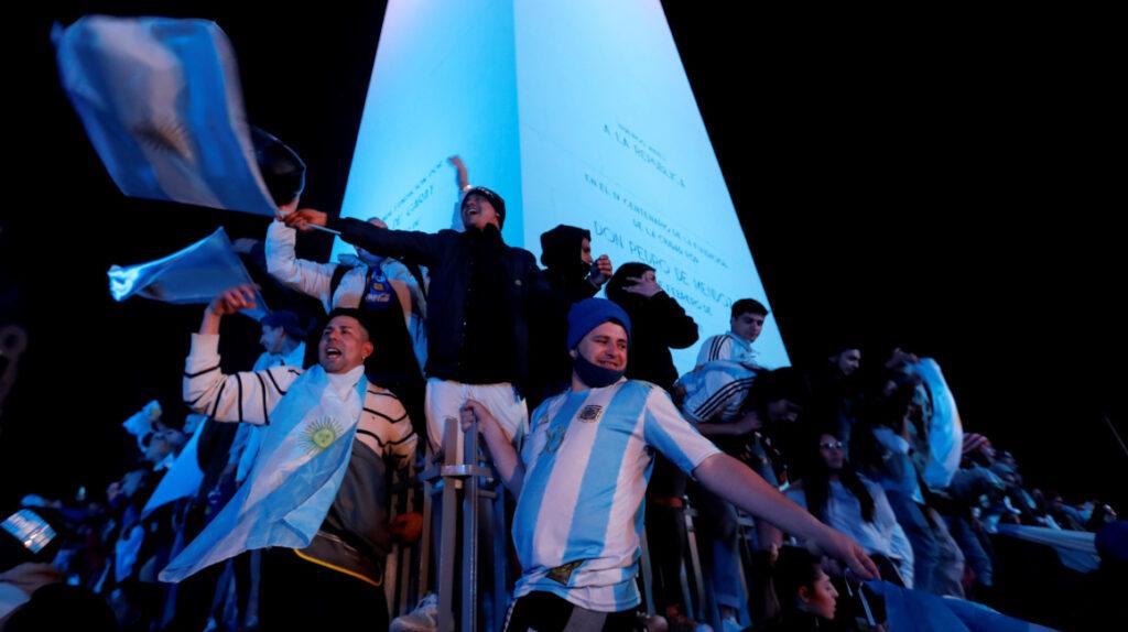 Miles de hinchas festejaron el título en el Obelisco de Buenos Aires