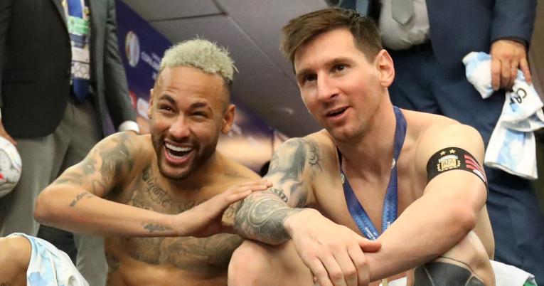 Neymar y Lionel Messi se reunieron a conversar al término de la final.