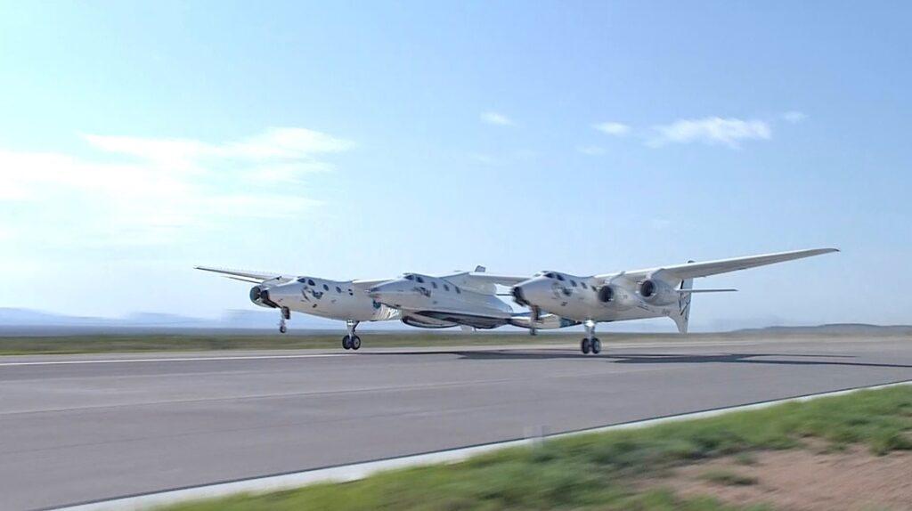El avión de Virgin Galactic con Richard Branson a bordo vuelve a Tierra