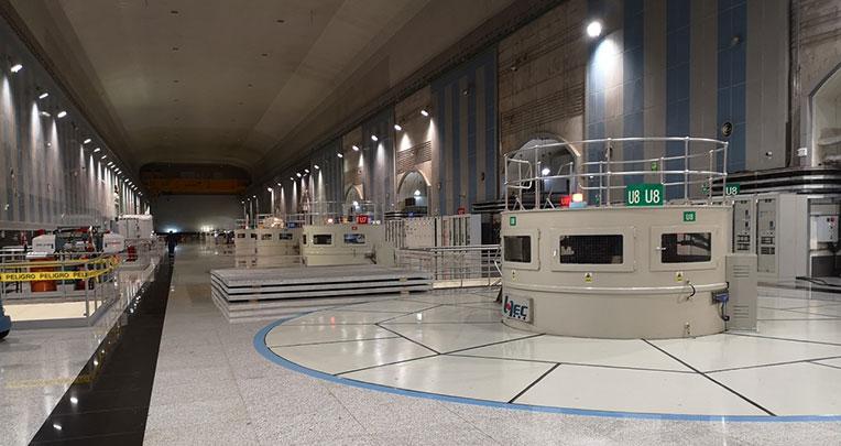 Este es el cuarto de máquinas de la planta donde están los generadores de energía hidráulica.