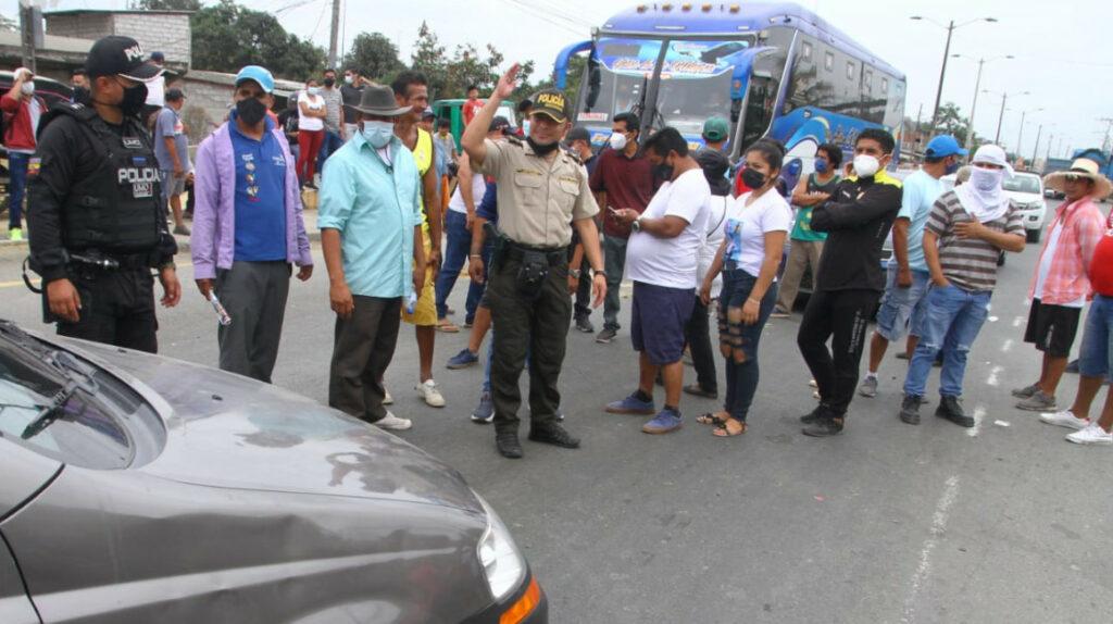 Arroceros cierran vías en Guayas, piden revisar precio oficial de arroz