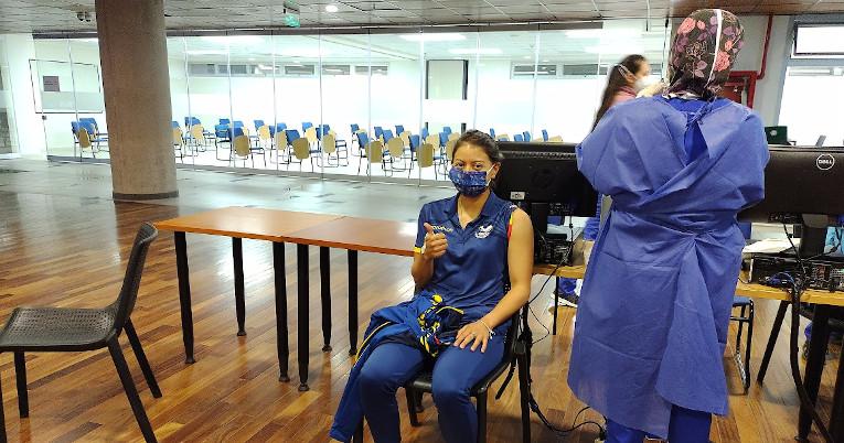 Marcela Cuaspud antes de recibir la primera dosis de la vacuna Pfizer, el 1 de junio de 2021.
