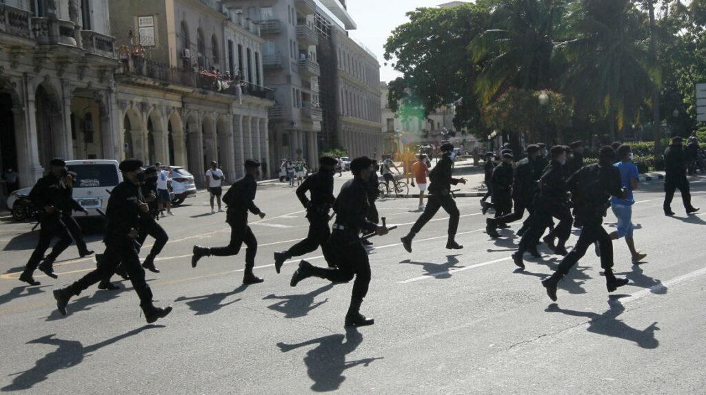 Cuba restringe el acceso a redes sociales y mensajería tras las protestas