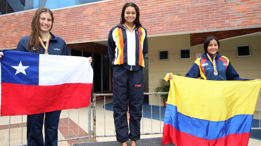 Anicka Delgado (medio), en el podio de la Copa del Pacífico, desarrollada en 2019, en Guayaquil.
