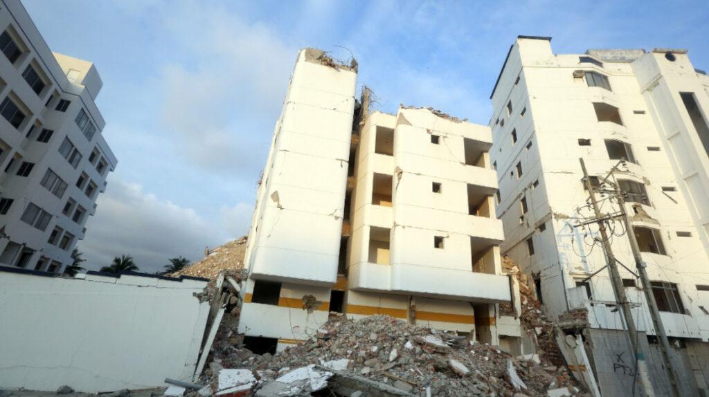 El problema en la reconstrucción de Manabí inició con las demoliciones