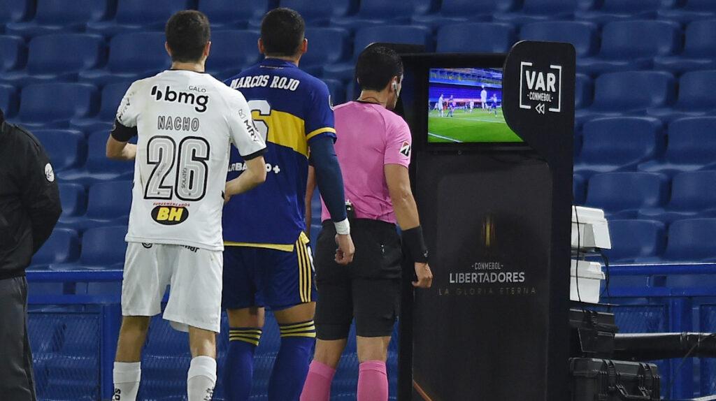 Conmebol suspende a árbitros por anular gol de Boca contra Mineiro