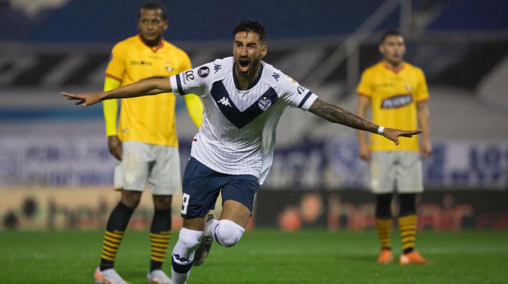 Vélez derrota sin problemas a Barcelona en un discreto partido