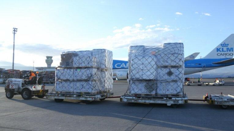 La tarde del miércoles 17 de junio de 2021 llegó al aeropuerto Mariscal Sucre, de Quito, un cargamento con 379.080 vacunas de Pfizer, gracias a la iniciativa Covax.