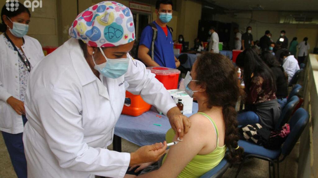 Foto de la vacunación se vuelve el recuerdo para el álbum virtual