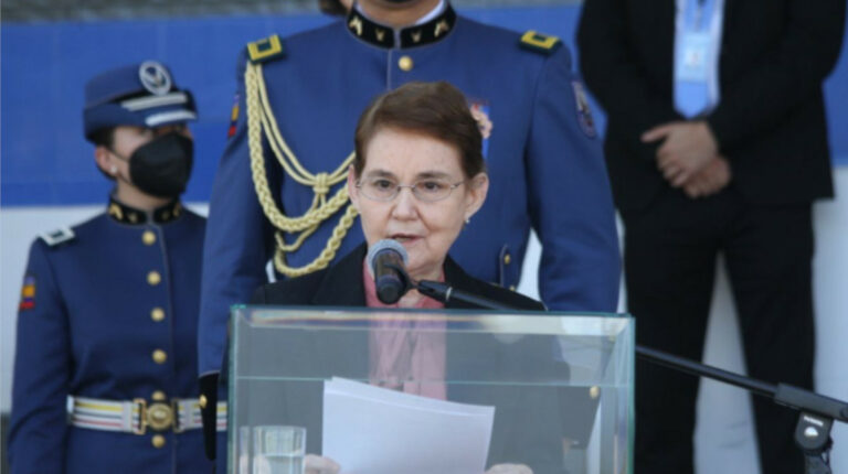 Ministra Vela ofrece impulsar 'megaley' en la Asamblea desde el lunes