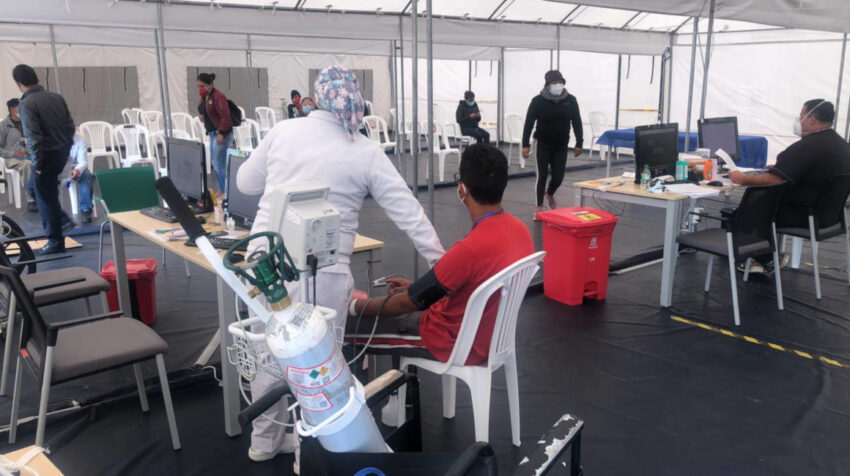 Pacientes en las carpas médicas que funcionan en el Hospital Quito Sur, el 15 de julio de 2021.