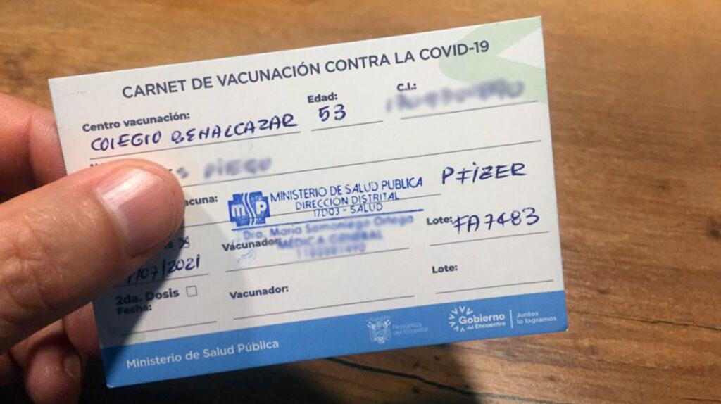 Y entre rebajas, premios y bailes se abre paso el carné de vacunación