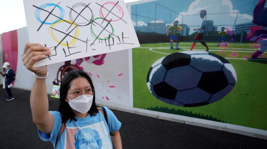 Incertidumbre y protestas en Japón a una semana de los Juegos