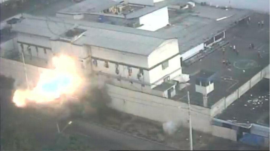 Policía investiga explosión afuera de la cárcel de Machala