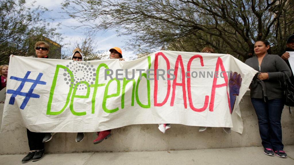 """Fallo judicial deja """"sin esperanza"""" a miles de indocumentados en EE. UU."""