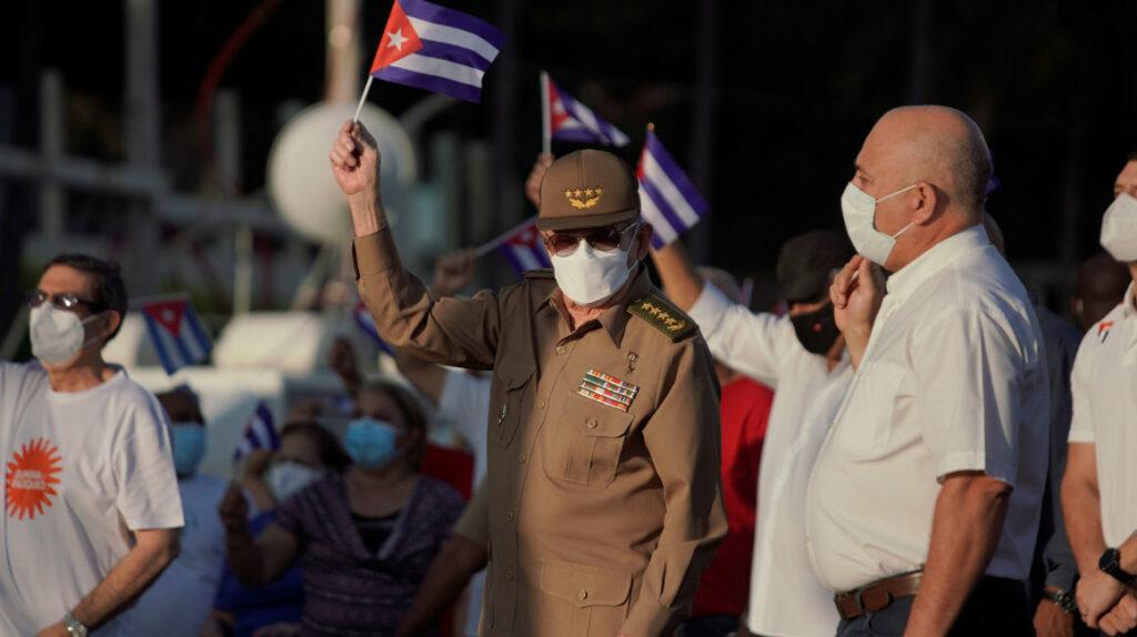 Cuba: Raúl Castro encabeza marcha para defender el sistema político