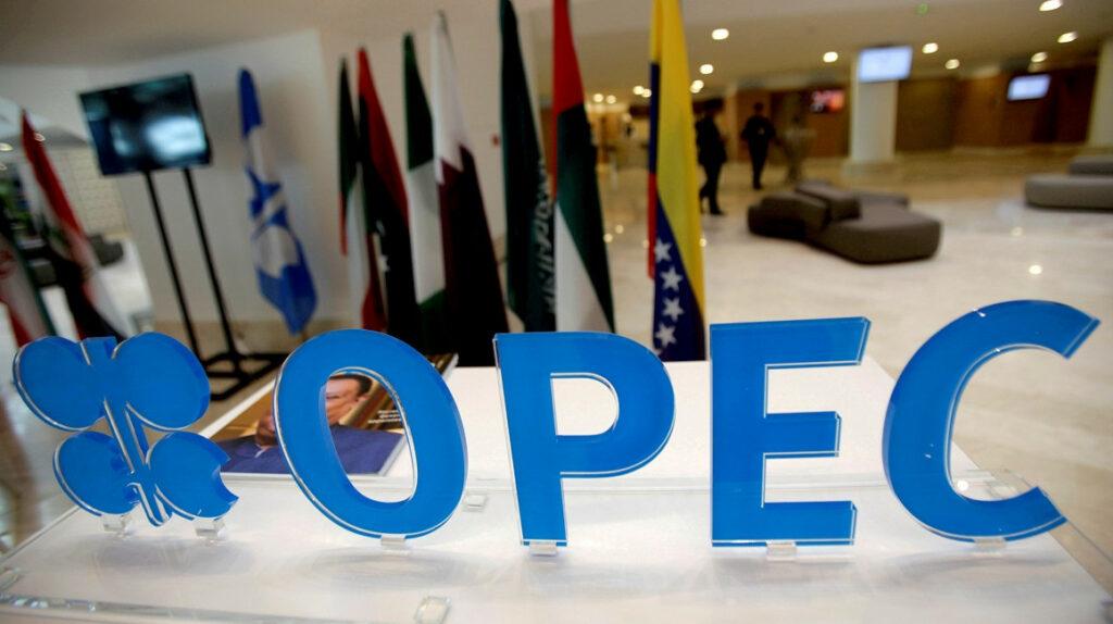 OPEP y sus aliados acuerdan un aumento de producción de crudo